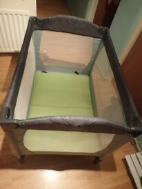 Tourist baby bed in very good condition