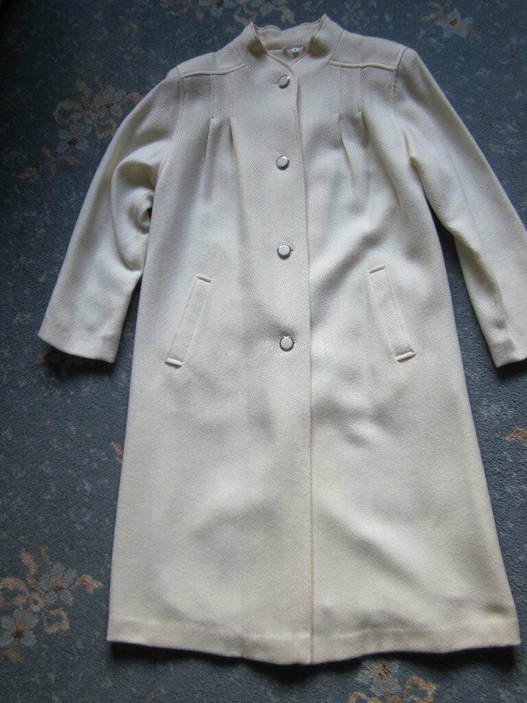 Vintage 'Miss Smith' Pure New Wool Cream Coat. Made in England.
