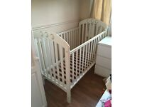 Mamas and Papas Amelia Cot - Ivory. In great condition. Includes Mamas and Papas mattress.