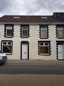 2 BED FLAT FOR RENT TYLORSTOWN,EAST ROAD NEAR Lidl's