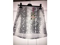 Snake print size 8 boohoo skirt, never worn, tags are still on