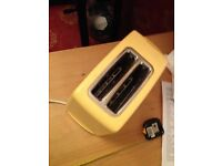 Toaster in sunshine yellow, two slices for just £5