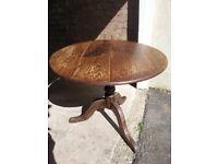 Victorian circular pedestal oak dining table