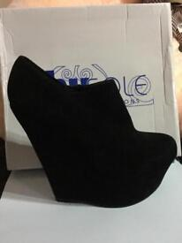 Shusole ankle wedge boots