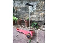 Mini Micro Childrens scooter with T-bar handle - Pink.