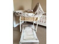 MAMAS AND PAPAS MOSES BASKET WITH STAND PLUS MATCHING CHANGING MAT
