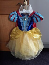 Disney Snow White dressing up outfit