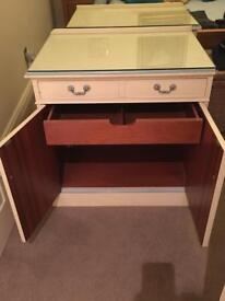 2 chest of drawers/bedside cabinets