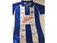 Signed Colchester Utd fc football shirt