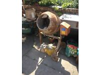 Cement mixer in working order with 2x transformers included