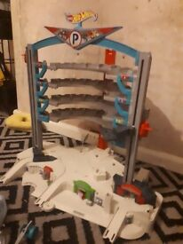 Hot wheels garage plus extras