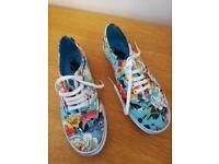 Ladies Vans - floral canvas laceups - size 5