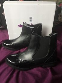 Woman's boots , lotus ( house of Fraser )