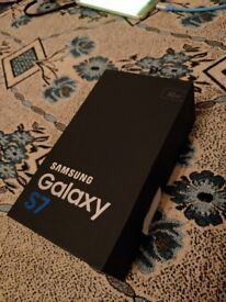 *MINT Samsung galaxy s7 gold 32gb, UNLOCKED boxed charger fully working