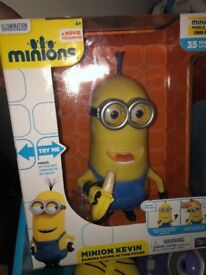 Toys box filled with electronic minions (7 of) and 6 minion teddy's