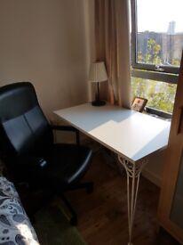 Desk in White