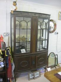 QUALITY VINTAGE ORNATE BOW FRONTED GLAZED DISPAY CABINET. LOCK & KEY. VIEWING/DELIVERY AVAILABLE