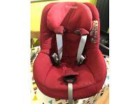 Maxi Cosi 2 way pearl car seat and 2 way family fix base