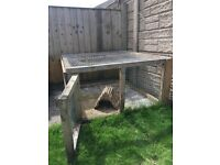Sturdy well built hutch suitable for 2 rabbits or 2-4 guinea pigs