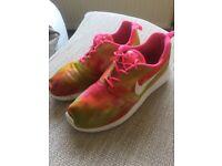 Girls/women's Nike trainers