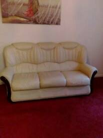 Leather settee good condition £100ono phone.. 07548958778
