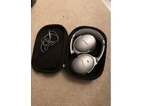 Bose Quiet Comfort QC35 ii Silver Bluetooth Headphones