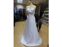 White wedding dress, custom made for size UK 8 to 10, height 170 cm to 175 cm