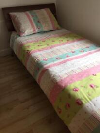For sale single bed (AS NEW)