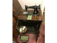 Singer sewing machine 1949 in wood cabinet