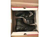Mountain bike boots, 2015 Specialised Defroster Trail winter boots. Size 45 in VGC.