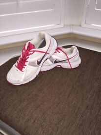 Nike Trainers Women Shoes Size 7 UK (41 EUR)