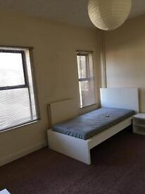 Large double room (bed sit) available - All bills included