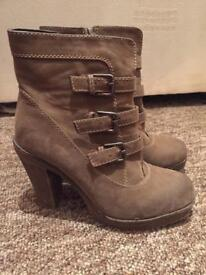 Women's ankle boots (size 4.5)