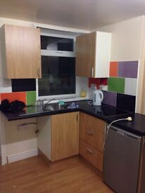£300 including all bills electric water and council tax studio room washing machine fridge
