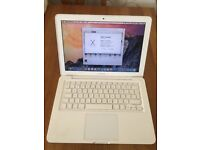 "Apple MacBook 13.3"" Laptop - 250GB HD (May,2010)"