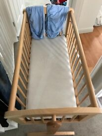 Mothercare swinging crib in excellent condition. From pets and smoke free home.