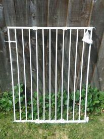 Gates with extentions: 2gates 72x75+15; and high one height100+10xwidth 64 to 107cm