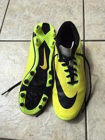 Football boots size 8 NIKE HYPERVENON