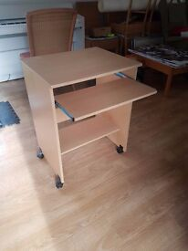 Single Desk with pull-out keyboard/writing tray