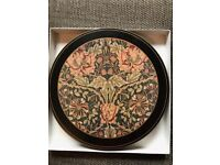 Set of 6 table mats 10 inches in diameter