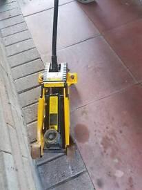 2 Tonne Hydraulic Trolley Jack short Wheel Base.