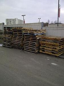 WOOD PALLETS AVAILABLE IN MISSISSAUGA FOR PICK-UP - FREE!