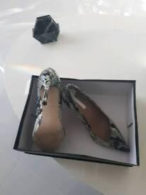 Dorothy Perkins very smart grey snakeskin patent shoe size 4