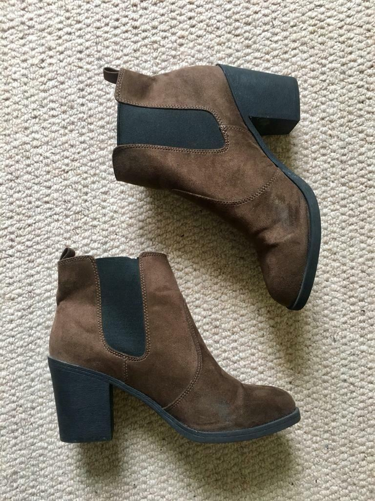check out 26ca3 bdf53 H Ladies Chelsea Brown Suede amp m Size Ankle Six Boots With Small cRj3L4q5A