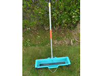 Gardena garden spreader, lightweight, 2 wheel drive. For application of seeds, grit sand etc.