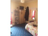 Spacious room to rent in Finnieston £370 PCM (including all bills)