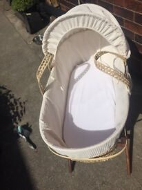 3 months old like new Moses basket and stand