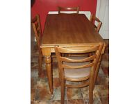 Lovely Kitchen Table and 4 Chairs.