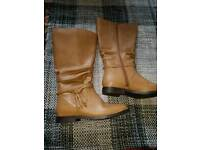 Simply be size 6 boots. £10
