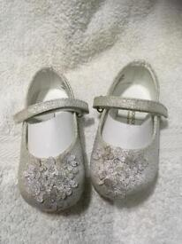 Girls / toddler Monsoon children sparkly silver dress shoes size 4